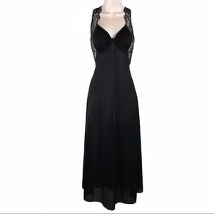 Vintage GORGEOUS Black Lace Accent Nightgown